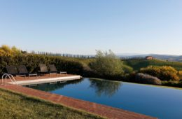 pool in tuscan villa (7)